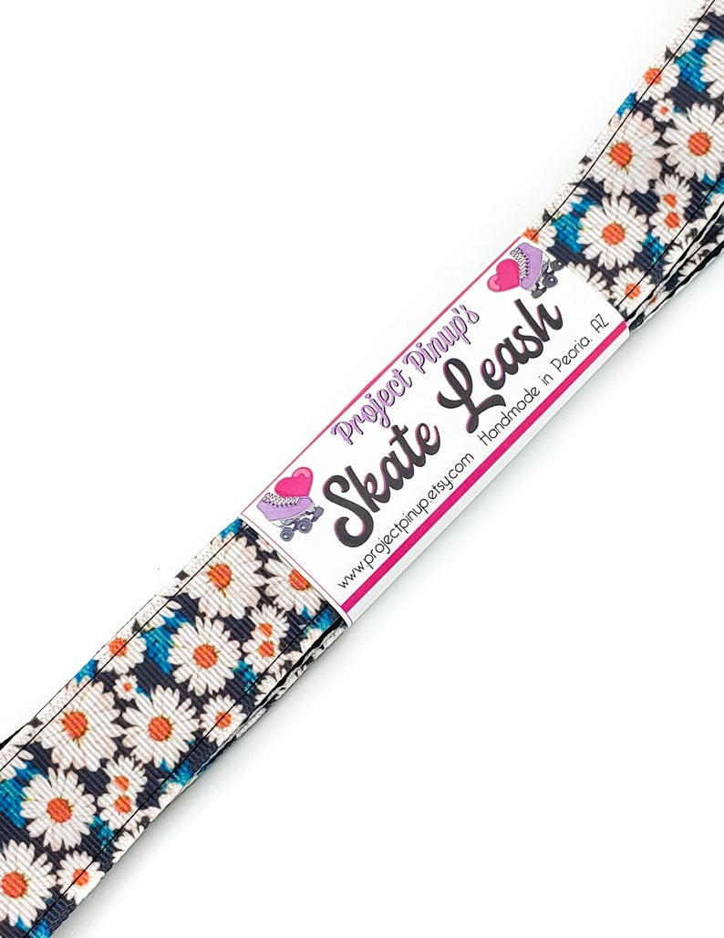 Daisies Floral Print Roller Skate Leash with D Rings – Adjustable –  Yoga Mat Strap – Skateboard Sling
