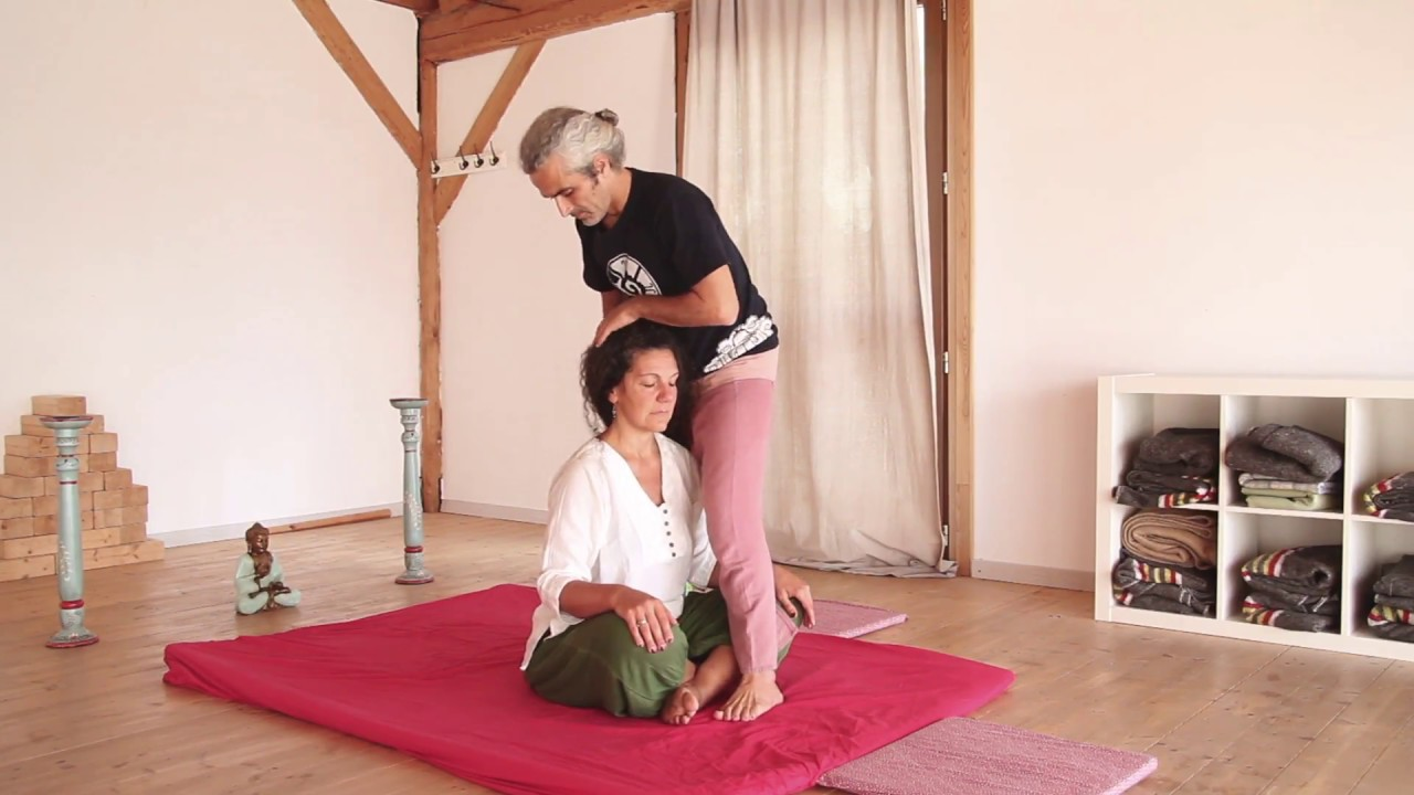 THAI YOGA MASSAGE WITH IVAN  MEDICI • SITTING POSITION