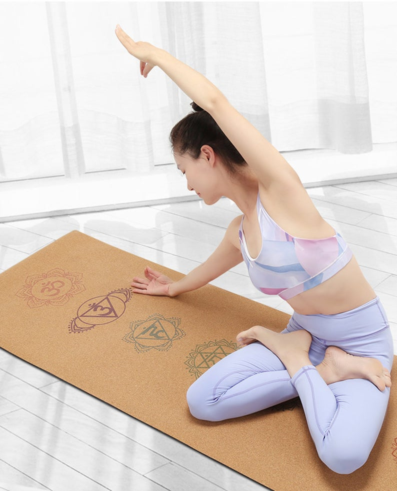 Yoga mat made of flexible and ecological cork fabric, resistant cork, antiperspirant and non-slip. Silk-screened mat.