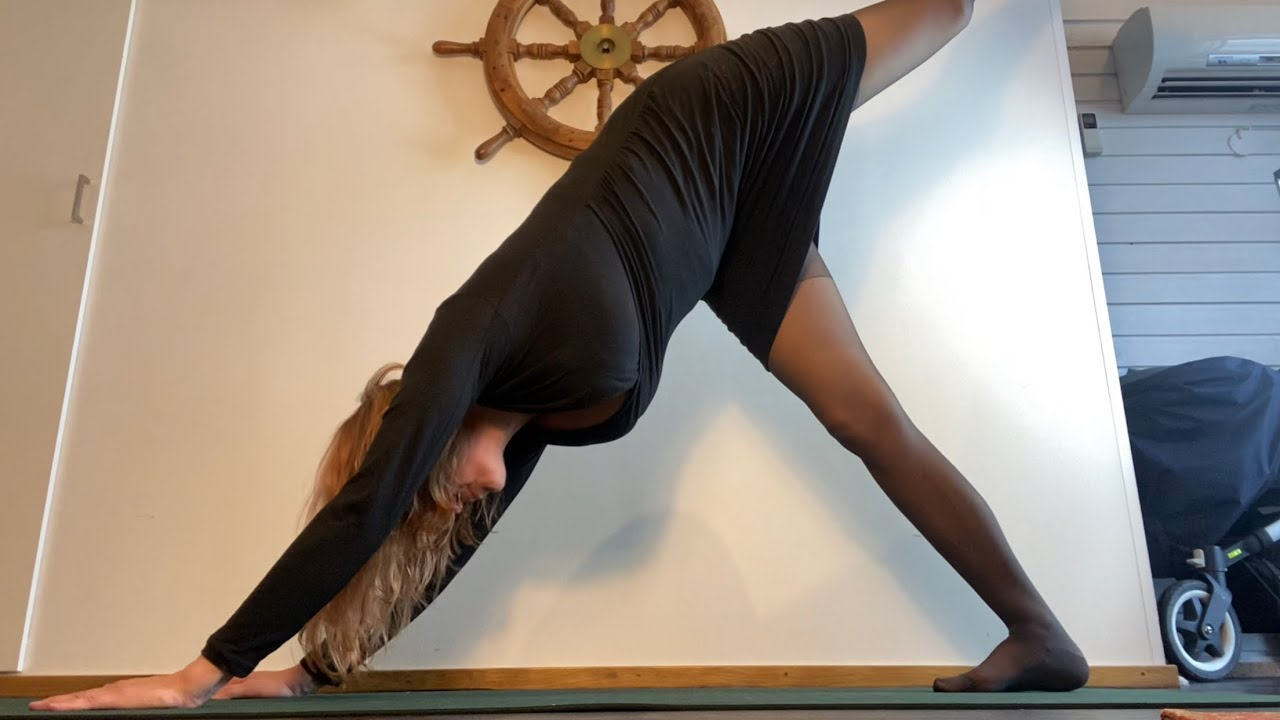 YOGA CLASS! Day 1019 of yoga and gratefulness
