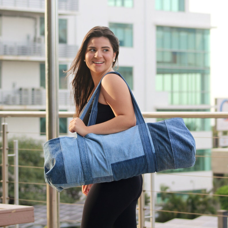 Yoga Mat Bag – PDF Tutorial. Instant download will guide you with 4 steps, detailed instructions & 15 photos. For you, a gift or for sale!